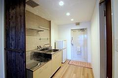 403号玄関とキッチン